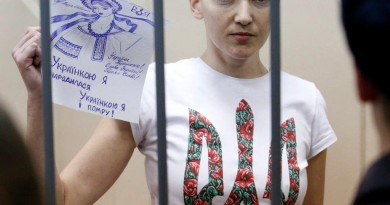 """Ukrainian army pilot Nadezhda (Nadia) Savchenko holds a sign inside a defendants' cage as she attends a hearing at the Basmanny district court in Moscow February 10, 2015. A Moscow court extended on Tuesday the detention of Nadezhda Savchenko, a Ukrainian army pilot being held on charges of aiding the killing of two Russian journalists in east Ukraine last year. The sign reads, """"I was born Ukrainian, and I die Ukrainian"""". REUTERS/Maxim Zmeyev (RUSSIA - Tags: CRIME LAW POLITICS CONFLICT)"""